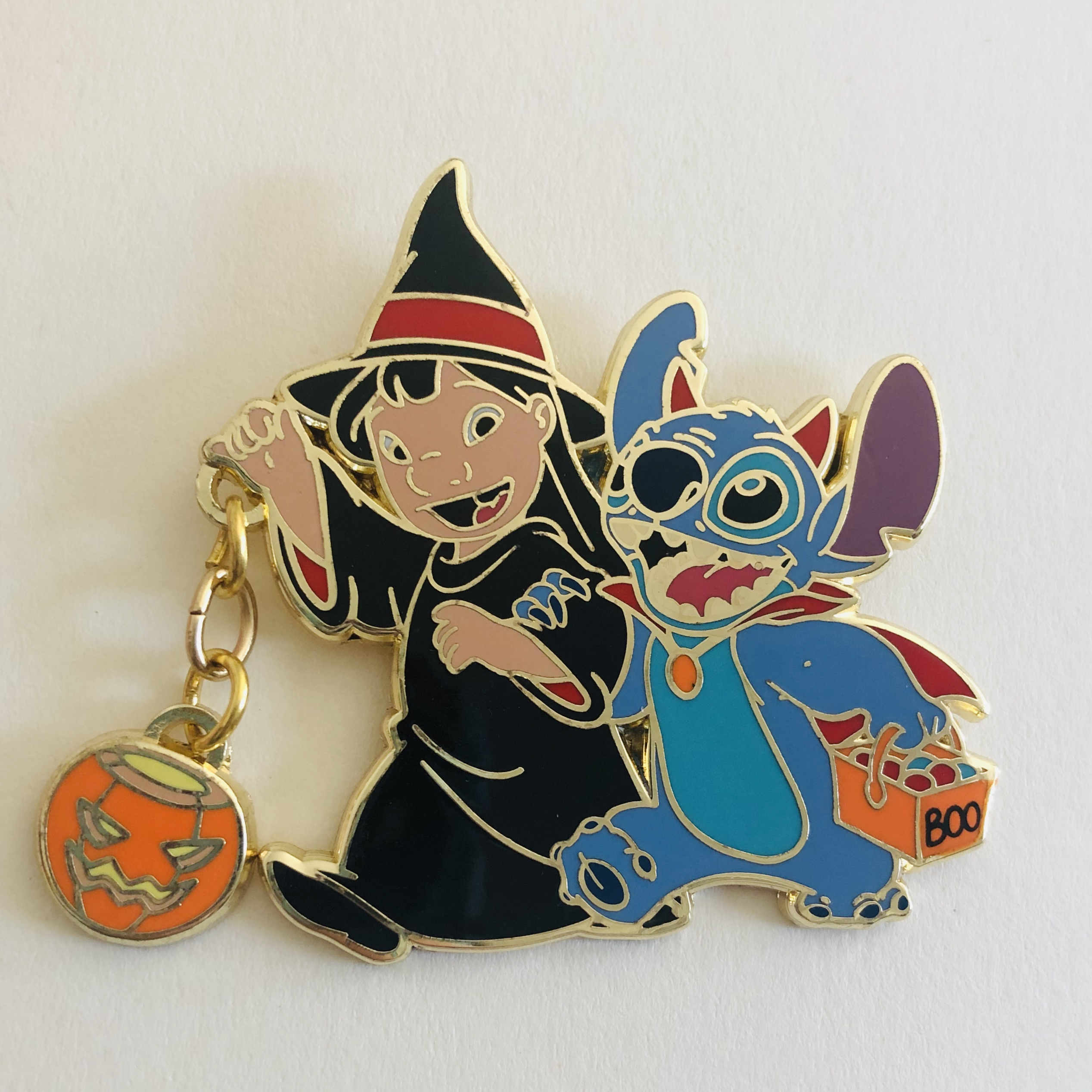 Lilo dressed as a witch, Stitch dressed as a devil